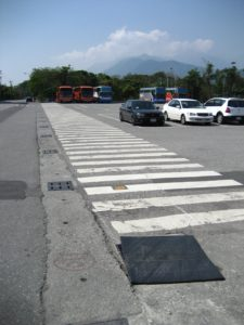 One long crosswalk in Xincheng